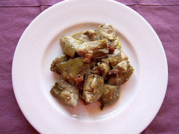 Alcachofas con refrito de panceta