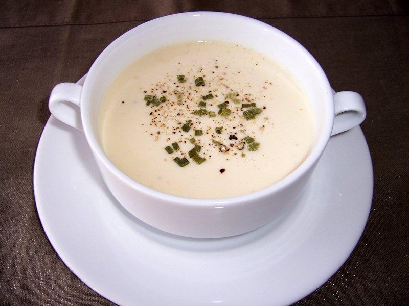 Vichyssoise o crema fría de puerros | Melocotón con vino
