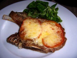 Chuletas de cerdo al horno con tomate