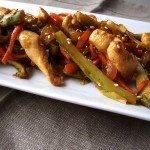 Salteado de pollo con espárragos verdes