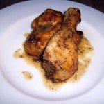 Pollo al horno con limón, tomillo y ajo