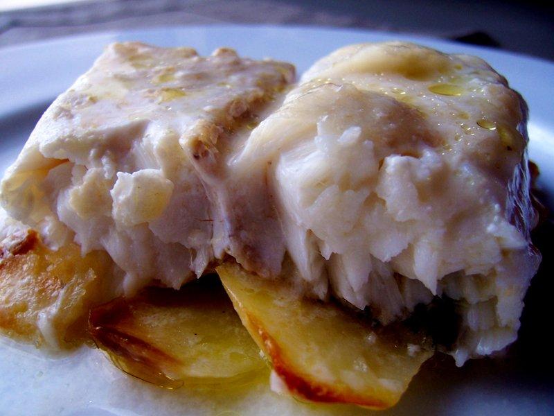 Merluza al horno con salsa de nata